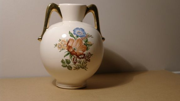 Lubben vase med blomstermotiv