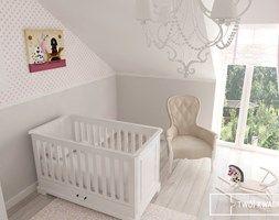 Pokój dziecka styl Glamour - zdjęcie od Twój Kwadrat http://www.homebook.pl/inspiracje/pokoj-dziecka/104972_-pokoj-dziecka-styl-glamour kącik dla dziecka po prawej stronie łóżka ,ten jest idealny-minimalistyczny proszę nie zapomnieć o jakimś drobnym akcencie,że w sypialni będzie dzieciątko przez jakiś czas.