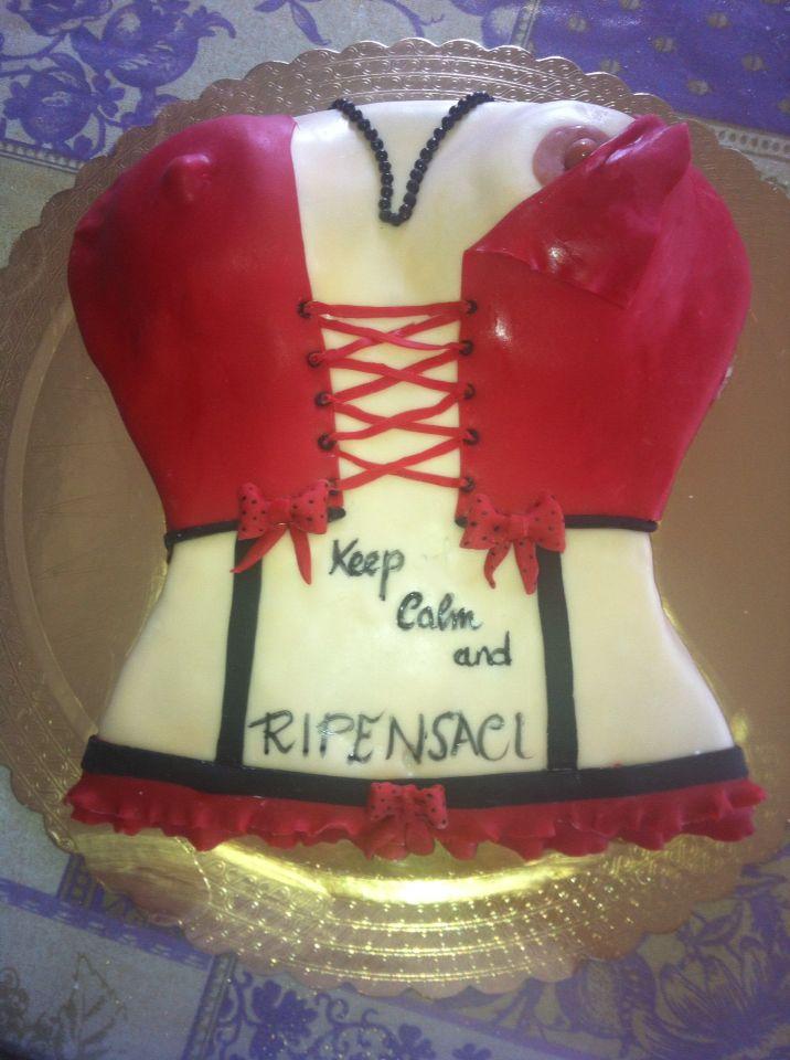 Torta addio al celibato, corsetto rosso e nero