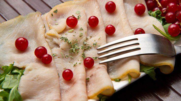 Tra le ricette che ho inviato c'è già un carpaccio di pesce spada con i pomodorini. Questa è un'altra variante, ugualmente buona, ed ugualmente fresca. Pot