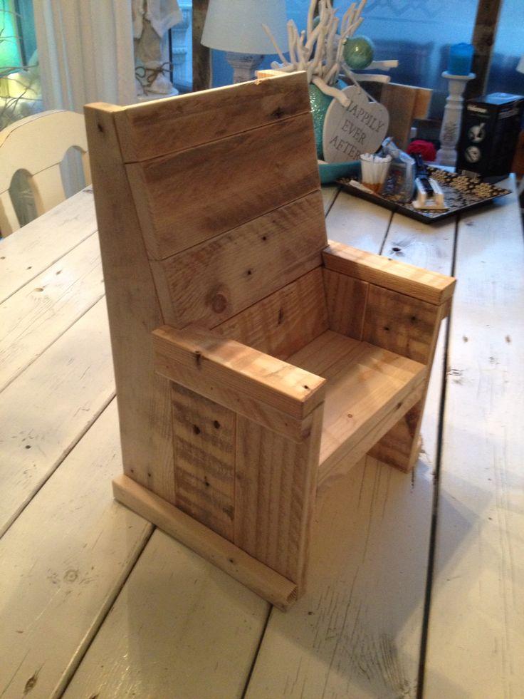 Miniatuur stoeltje gemaakt van pallethout