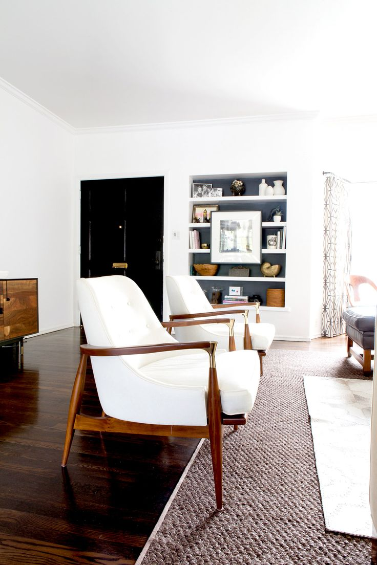 White and wood midcentury chairs in living room