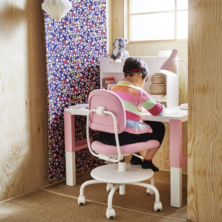 VIMUND kinderbureaustoel | IKEA IKEAnederland IKEAnl interieur wooninterieur inspiratie wooninspiratie bureaustoel kinderen kids bureau werkplek kinderkamer werkkamer studeerkamer studeren werken roze wit fleurig vrolijk kleuren