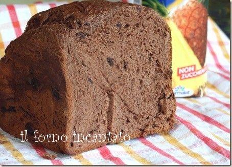 Una ricetta per la macchina del pane: il pane dolce al cioccolato. Impatasto lievitato e cotto, tutto da solo ;)