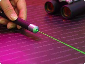 Сегодня появился достойный вариант – зеленый лазерный указатель, представленный указкой Laser Pointer 300 mW.