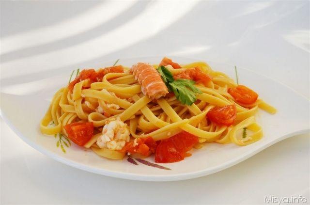 La dieta Mediterranea comprende oltre a molti alimenti anche pesce e pasta.  Italia con gusto vi propone una sfiziosa ricetta che garantisce un perfetto abbinamento d'entrambe: le linguine con gli scampi. Gli scampi hanno la caratteristica di donare alla pasta  un sapore autentico e delicato in linea con la dieta mediterranea e con l'alimentazione italiana.