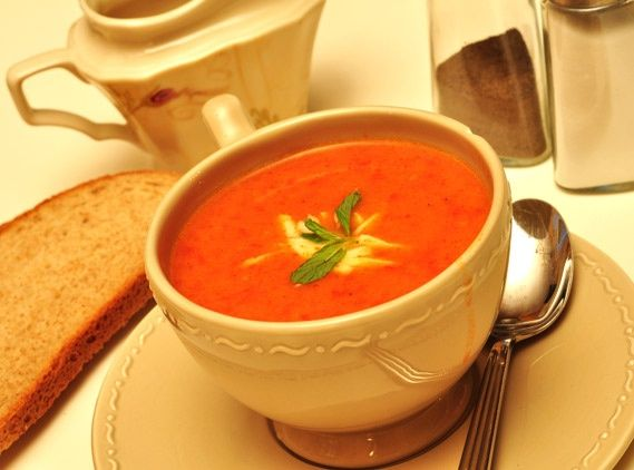 Sutlu Domates Corbasi (Cream of Tomato Soup)