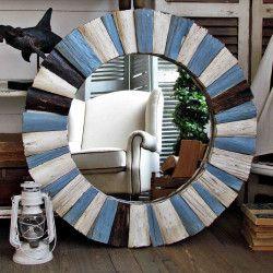 Specchio in legno azzurro e bianco http://www.artemisiashop.it/shop-online/complementi/