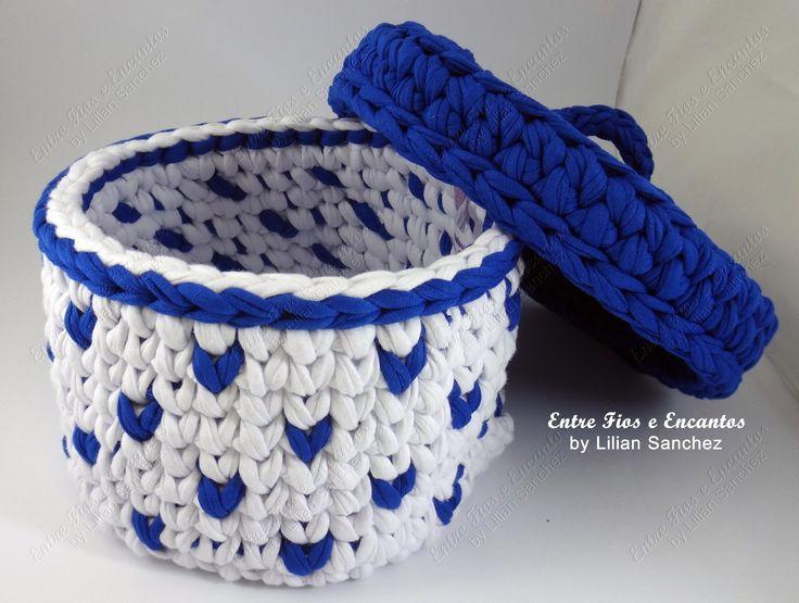 Cesto em crochê fio de malha com tampa medindo 15 cm de diâmetro x 10 cm de altura.  Pode ser produzido em outras cores e tamanhos (sob consulta)  Produto será confeccionado a partir da confirmação do pagamento.