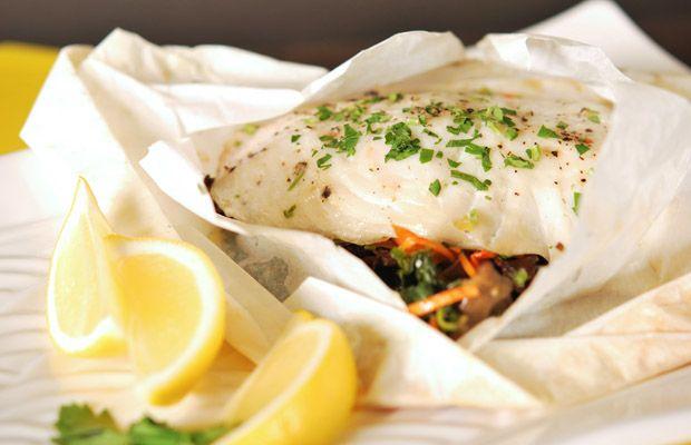 Vamos experimentar uma nova receita de peixe? #Papelote_de_peixe #receitas #pratoprincipal #peixe #garoupa #cherne #salmão #vegetais #saudável #semhidratos #familia #amigos