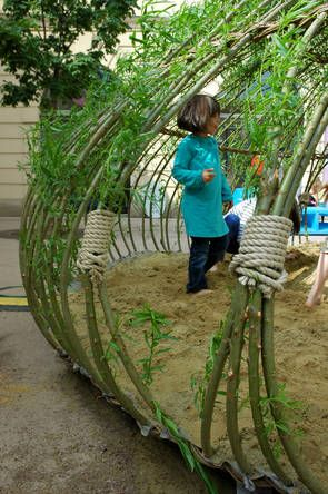 Kagome is a special weaving technique as well as a Japanese children's song. It's also the name of a children's sand pit in the outdoor playing area of the Vienna MuseumsQuartier. The sandpit created last summer is enclosed by planted willow cuttings