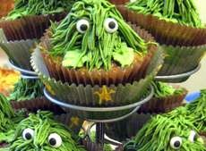 These 'Camo Cupcakes' by Kristie Sarmiento Look Like Oscar the Grouch #frosting #frostingdesigns trendhunter.com