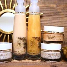 If your looking for your skin to sparkle like gold this summer, try one of our amazing Eternal Gold rituals. They all have colloidal gold and amazing fruit extracts the make you look amazing and keep your skin healthy and young. Who doesn't want to look beautiful all year long? Am I right?  #organiquecanada #organique #natural #ecofriendly #canada  #cosmetics #skincare #gold #healthy #healthyskin #sparkle #young