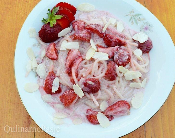 QulinarnePasje: Truskawkowe spaghetti - truskawki z makaronem w sosie waniliowym