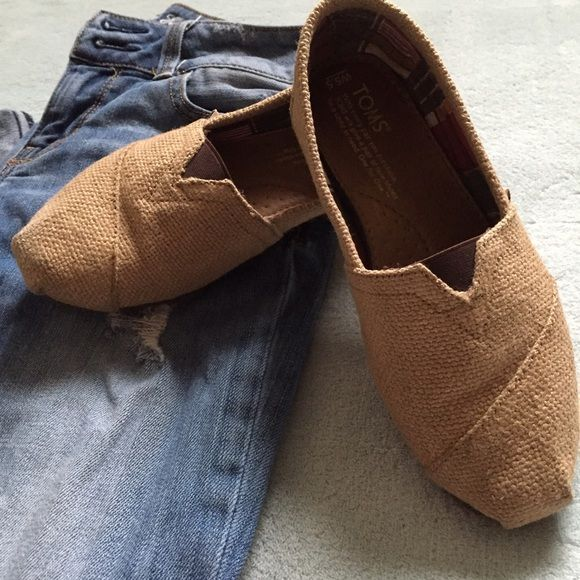 Burlap TOMS These TOMS are in great condition. They are gently worn and look fantastic. Such a great set to pair with anything! I love them but can't justify keeping them since I never use them anymore. TOMS Shoes Flats & Loafers