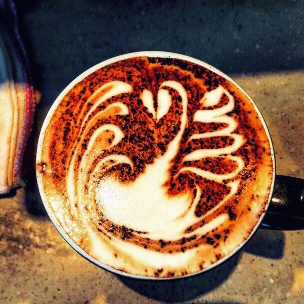 Free pour swan! #latte #latteart #freepour #swan #loopywings #mocha #coffee