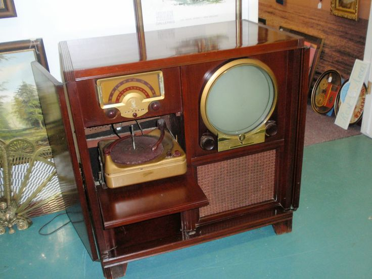 Important and Round screen vintage televisions are