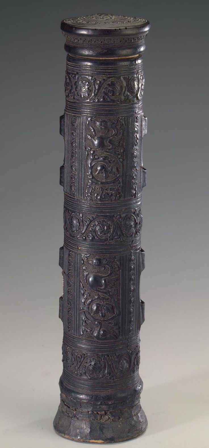 Scroll Case Italy, medieval 15th century Leather & wood h. 35 cm