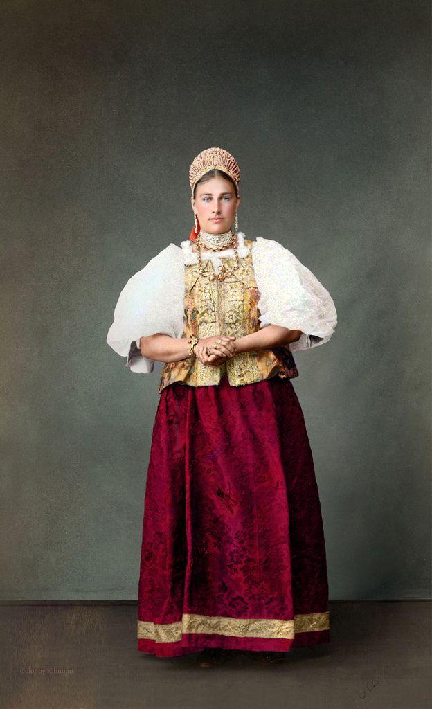 Russian peasant woman, Arkhangelsk region, 1887, photographer Jakob Leizinger | by klimbims