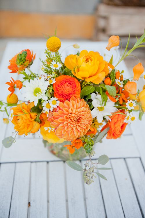 oranges with pops of white. Now this is how I want mu bouquet to look