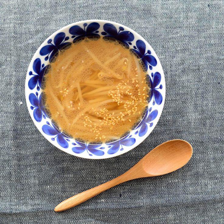 #4コマレシピ もやしを美味しく食べきる、中華風スープ 本日は料理家フルタヨウコさんに教わったレシピをご紹介します。一口飲むと、中華風のやさしい味わいが身体に染みわたります。ぜひ作ってみてください。レシピはこの後の投稿でお届けします! ▶︎くわしいレシピはサイトでお届けしています http://hokuohkurashi.com/note/97651 #北欧暮らしの道具店 #おうちごはん #うちごはん #レシピ #おうちカフェ #うちカフェ #おかず #メニュー #献立