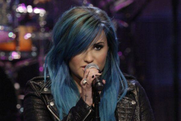 Demi Lovato Debuts a Bright Blue Hairdo!