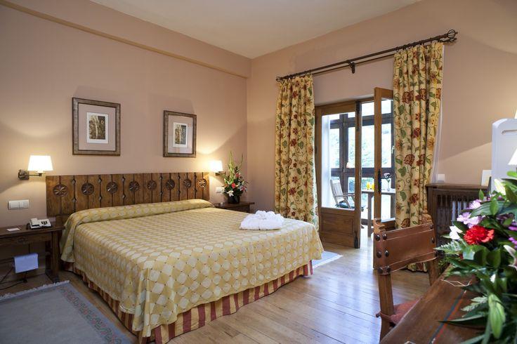 #Parador de #Fuente Dé #cantabria #weddingvenue #bodas #ideales habitaciones decorada con un toque #rusticChic y vistas increibles