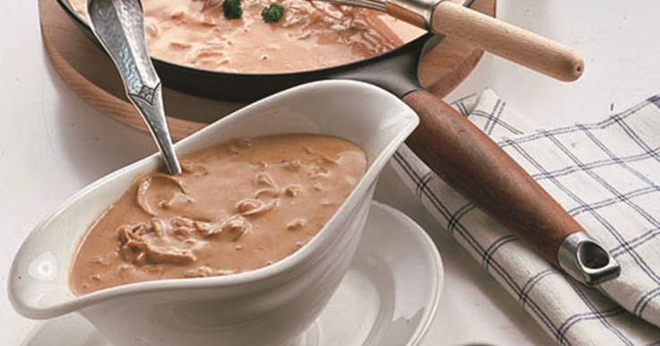 Finere sauce hvor tomat og champignon har hovedrollerne. De dybe smage fra champignonerne spiller godt mod både tomaternes sødme og syre.