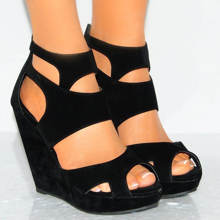 Las cuñas son los zapatos ideales para la temporada de calor. Conoce los modelos que a todas nos encantan.