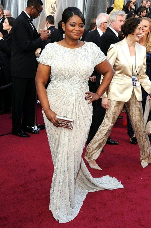 Octavia Spencer, proving for all the plus-sized women out there that you CAN find a gorgeous, well-fitting and flattering gown that doesn't look like a muumuu. Pay attention, Melissa McCarthy.
