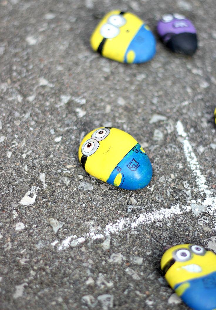 Ach wie süß: Schöne runde Kieselsteinen in Minions umwandeln!