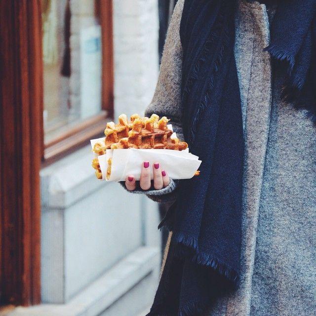 Time for waffles!  #brugge #bruges #belgium #waffles #flanders #visitflanders #visitbruges #food #travel #travelgram #travelblogger #foodblogger #vsco #vscocam #vscogood #vscofood #instatravel #instagood #instavsco #instafood #photooftheday