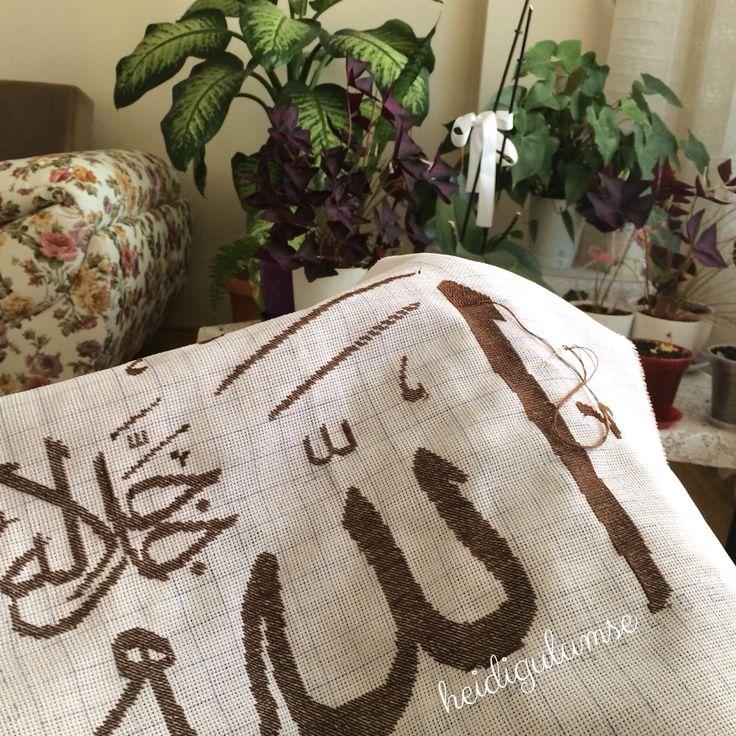 Kanaviçe Allah(c.c.) hattı. Cross stitch arabic