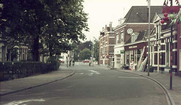 15955 1974. Ootmarsumsestraat voor de Vriezebrug.