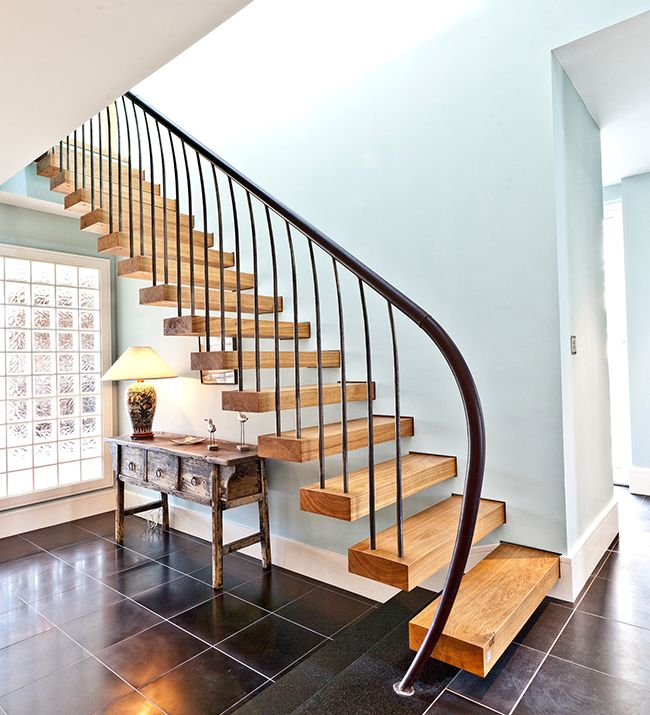 Cantilevered stair by Bisca