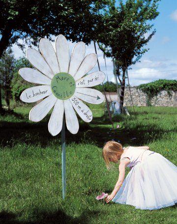 idée mariage champêtre : Un panneau de signalisation en forme de fleur