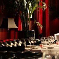 Einen wirklich wunderbaren Abend haben wir im LE CHINA in Paris verbracht.  Das LE CHINA ist Restaurant, Bar und Club. Oben kann mal gut esse. Es gibt asiatische Küche, die Dim Sum sind ausgesprochen lecker und auch der Thunfisch in allen Variationen schmeckt vorzüglich. Im Keller ist ein kleiner kuscheliger Club. Hier gibt es am Wochenende Live-Musik und tolle Cocktails.   #Bar #Club #Le China #paris #Restaurant