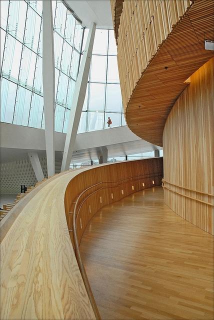La rampe d'accès à la grande salle de l'Opéra (Oslo) by dalbera, via Flickr