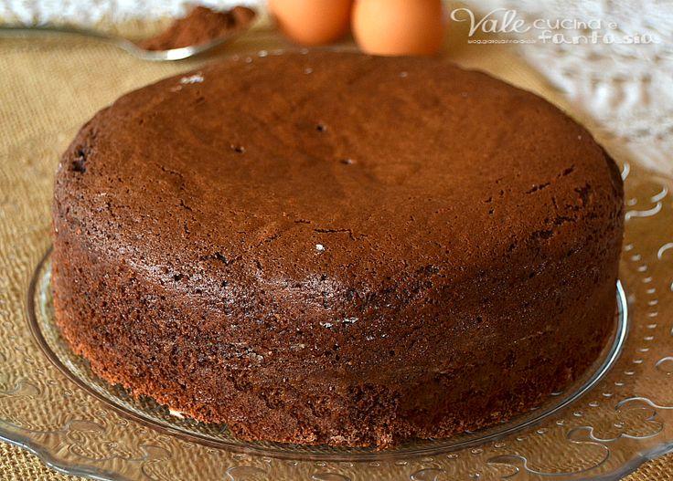 Torta al cacao ricetta base per torte da farcire4 uova  150 grammi di zucchero  200 grammi di farina 00  50 grammi di cacao amaro ( se volete va bene anche dolce)  1 bustina di lievito