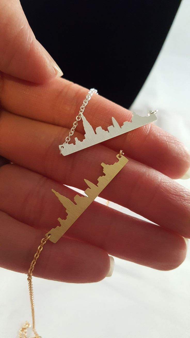 "New York Skyline Necklace - delicate stylish necklace of the New York Skyline. Available Colors : Gold Plated or Silver Plated Pendant Size: APPROX 1.25"" Chain Length: 18"" Closure: Lobster Clasp"