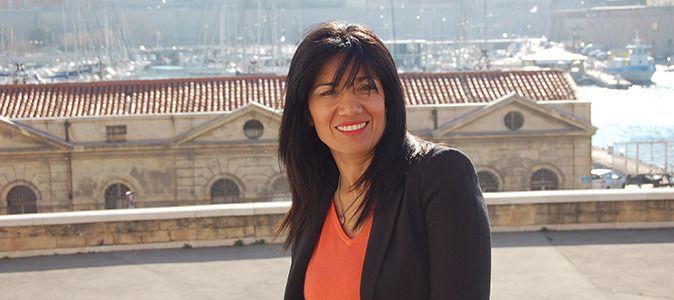 09.07.13 / Samia Ghali, la fille de Marseille. De la cité à la mairie des quartiers Nord de Marseille / Derrière Samia Ghali, une vue du Vieux-Port : « Notre-Dame-de-la-Garde est mon endroit préféré dans la ville. »