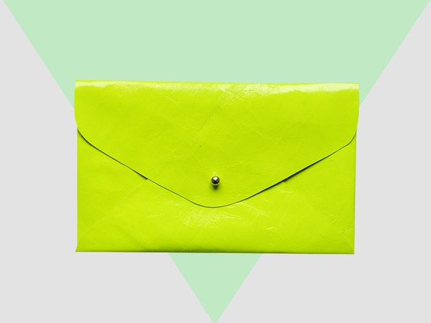 Neon yellow envelope, made from leather. Useable as a clutch and a daily Holditall. Available on Dawanda / Shop heydays.