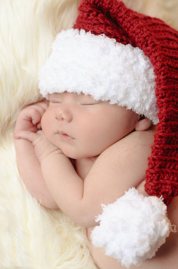 Santa  Arthur. Christmas Newborn photo. Photo by Amy Skala photography