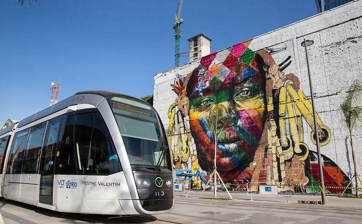 O grafite ocupa um muro que fica no Porto Maravilha, no Rio