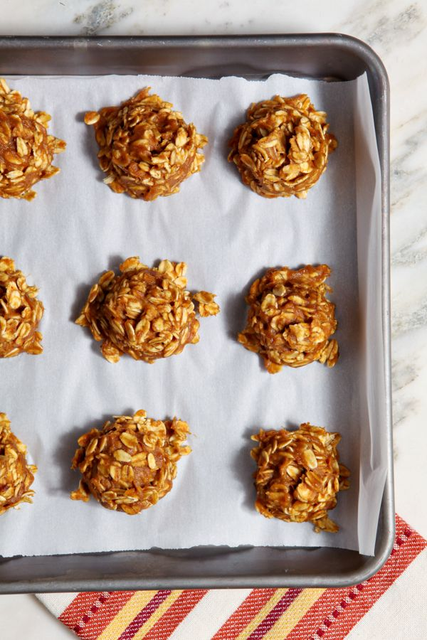 No bake pumpkin cookies - perfect as fall lactation cookies or just, you know, general eating. // 40 Aprons