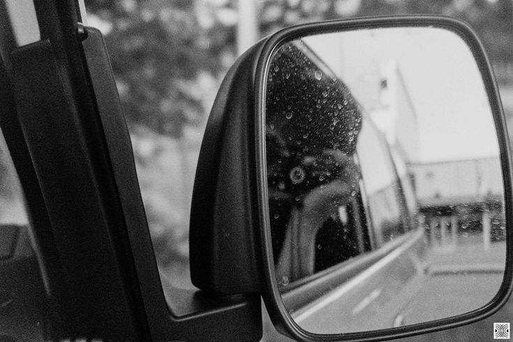 https://flic.kr/p/25hLHgi | mirror | My Canberra - on film mainly around Gungahlin, back in 2014  ... blurry background ...  Olympus Mju 2, Kodak T-Max 100  www.pavelvrzala.com