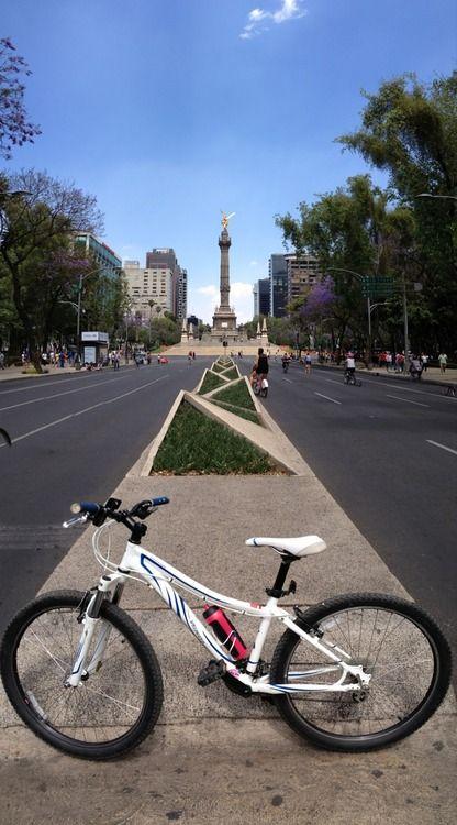 Una dela avenidas más hermosas del mundo. Paseodela reforma, se disfruta tanto los domingos que no puede faltar en una visita corta a esta ciudad.