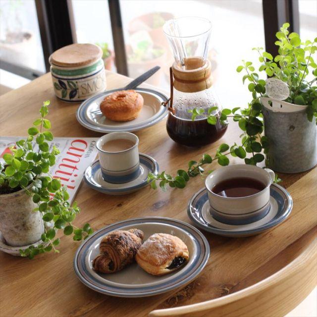 sisko_tomokaさんの、机,観葉植物,食器,ナチュラル,雑貨,北欧,北欧インテリア,IGやってます,北欧ヴィンテージ食器,のお部屋写真