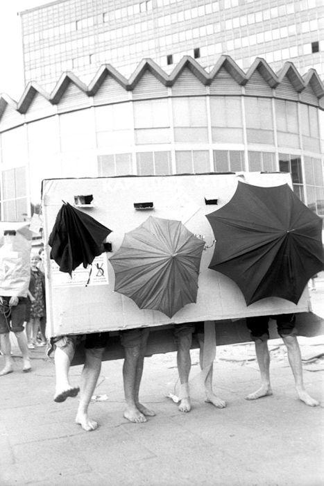 """Tadeusz Kantor """"Kapelusz Czteroosobowy"""", 1969 - Archiwum Tadeusza Rolke - Muzeum Sztuki Nowoczesnej w Warszawie"""