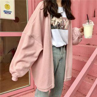 Die Mode ändert sich ständig und wird modifiziert. Es ist für viele Menschen auf der ganzen Welt von großem Interesse. Beobachten, wie Stile kommen, voranschreiten und ...